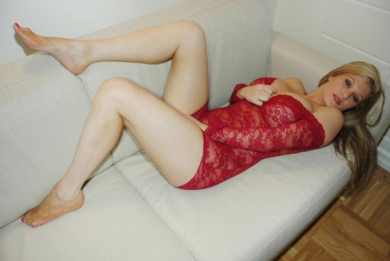 gabriella-scanio-red-passion-007