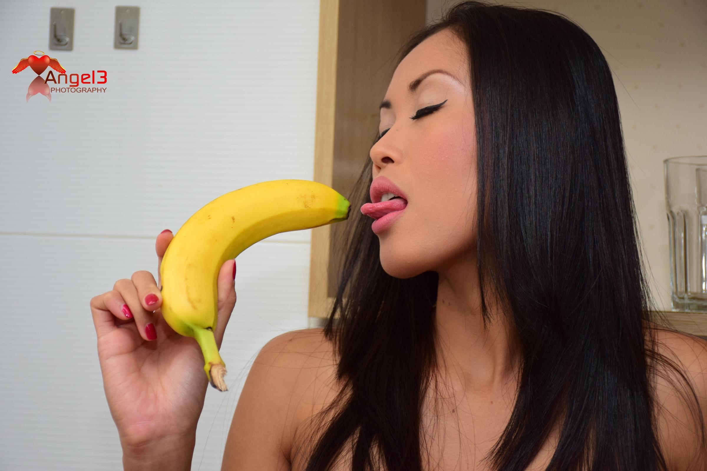 danika-flores-banana-009p